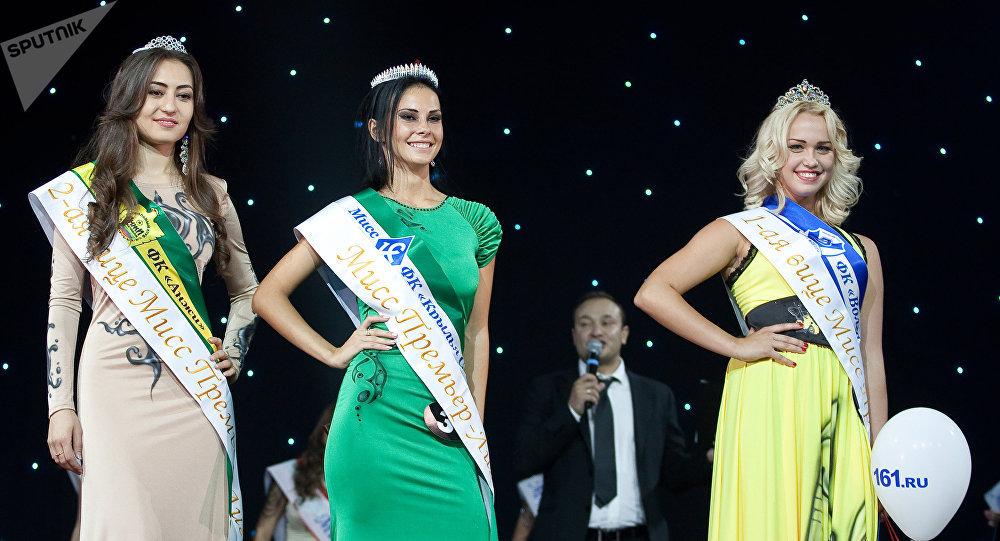 Miss Premier League - 2012 Yulia Cherkashina (center), 1st Vice-Miss Darya Kartyshova (to the right), 2nd Vice-Miss Yulduz Jumandykova (to the left)