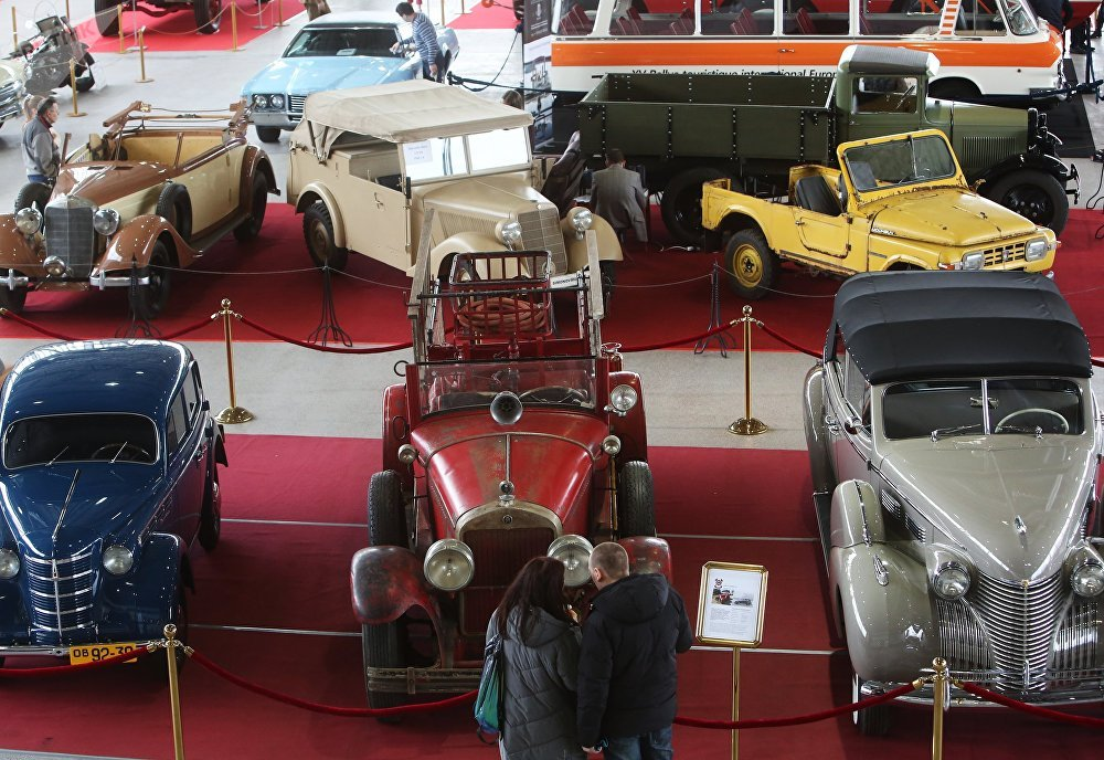 27th Old-timer Gallery Car Show in Pictures