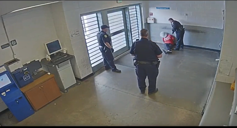 Video shows California correctional officer hitting detainee
