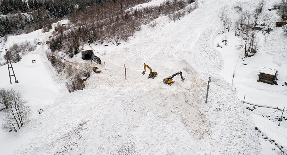 4 skiers feared dead after Swiss avalanche