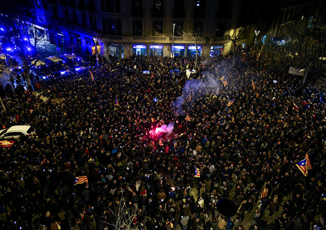 Protesters face off with Mossos d'Esquadra, Catalan regional police, as they gather near the Spanish government office headquarters after Spain's Supreme Court ruled twenty-five Catalan leaders will be tried for rebellion, embezzlement or disobeying the state, in Barcelona, Spain, March 23, 2018.