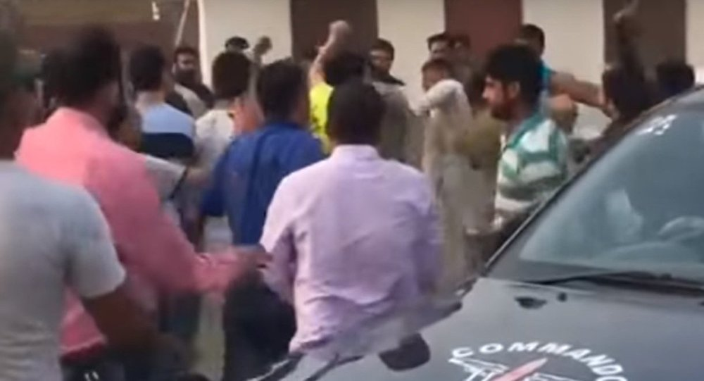 Chinese engineers fight with locals in Khanewal