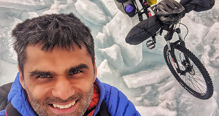 Baikal-Nitin-Gera-Cycling-on-Ice-Crystal
