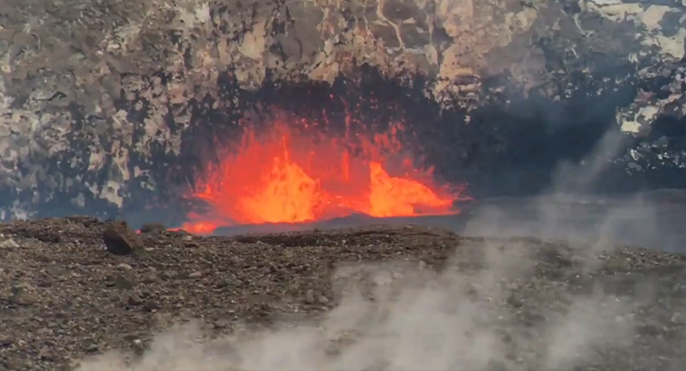 Hawaiian Volcano's Lava Lake Bubbles to Record Heights in Months