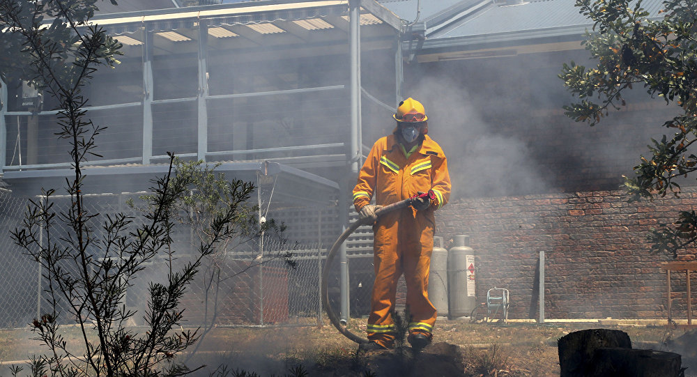 A firefighter gets ready to protect a house from wildfires in Faulcombridge, 85 kms (53 miles) west of Sydney, in Australia (File)