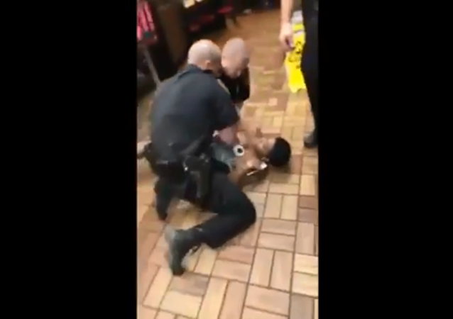 Alabama cops rip off woman's top during arrest at Waffle House