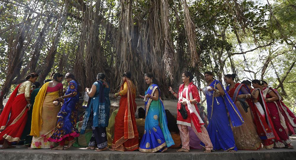 hindu single women in international falls India women dating, india single women online deepika sharma hindu bramhin dresses like jeans suits saree all cloths travelling eating.