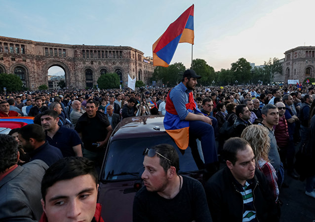 Supporters of Armenian opposition leader Nikol Pashinyan attend a rally against the ruling elite in Yerevan, Armenia April 26, 2018
