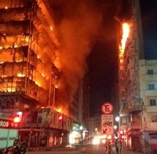 An enormous blaze has felled a building in Sao Paulo