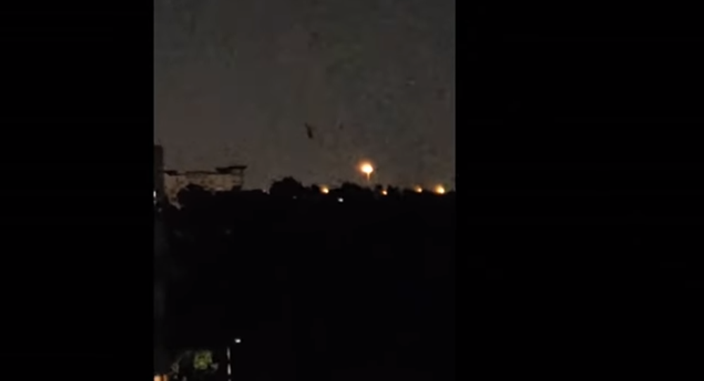Floating Tower UFO Seen and Filmed Over Houston, TX 4/28/2018