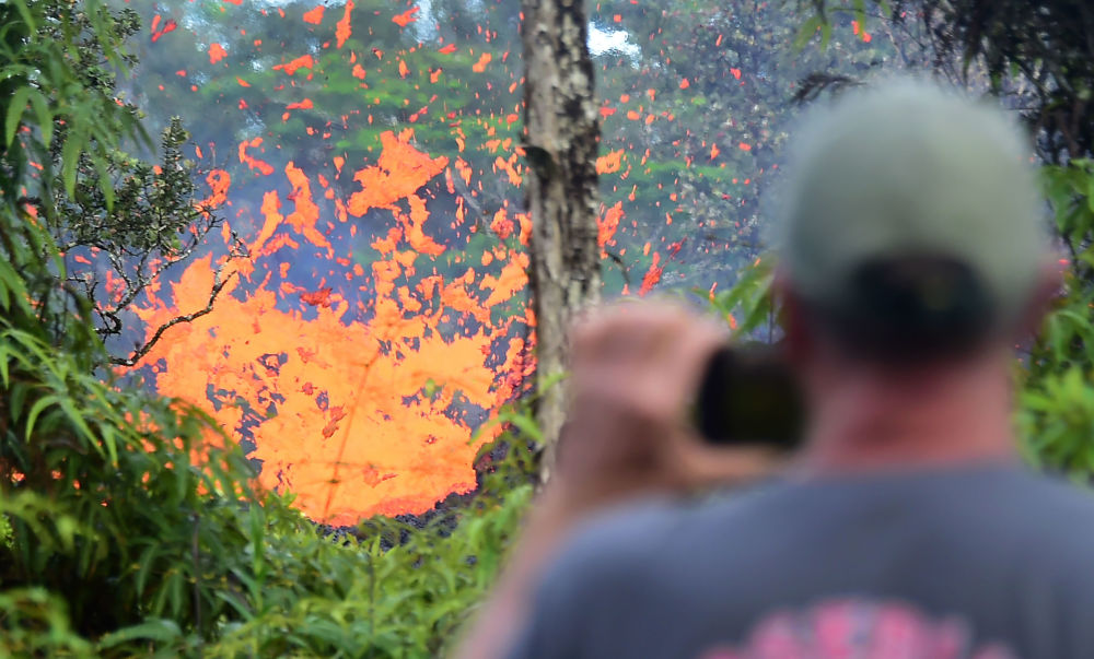 Photo Timeline of Devastating Hawaiian Volcanic Eruption