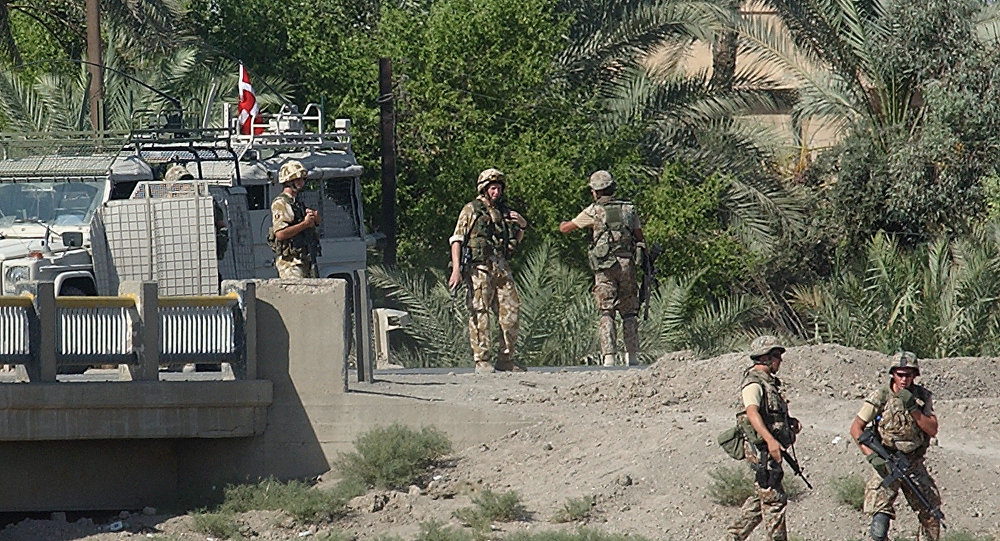 Danish soldiers secure the area around a bridge in Basra, Iraq (File)