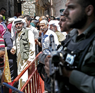 Israeli police stand guard in the main street of the Muslim Quarter in Jerusalem's Old City after Palestinian worshippers took part in the first Friday prayers of the holy month of Ramadan in Jerusalem's Al-Aqsa Mosque compound on May 18, 2018