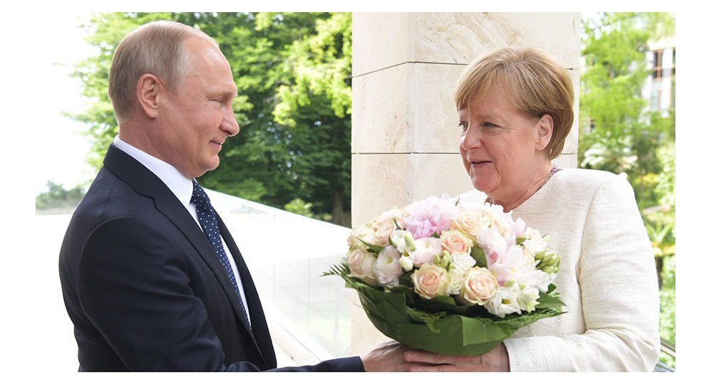 Putin gives Chancellor Merkel flowers, May 21, 2018