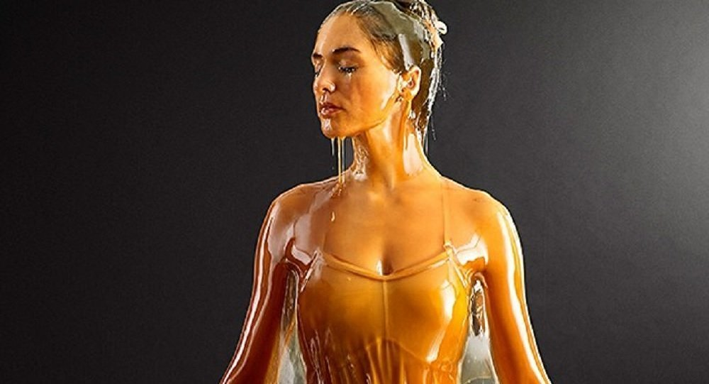 Model poured by honey