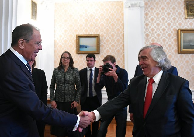 The Minister of Foreign Affairs of the Russian Federation Sergey Lavrov (at the left) and the ex-United States Secretary of Energy Ernest Monis during the meeting in Moscow