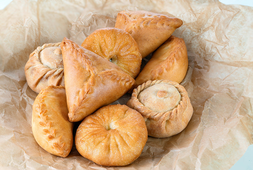 Pastries: peremyach, echpochmak (Öçpoçmaq), bekken, elesh