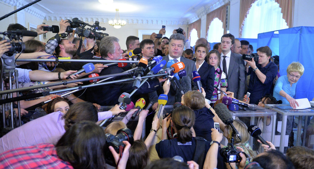 Ukrainian presidential candidate Petro Poroshenko speaks to media after voting in a polling station in Kiev on May 25, 2014