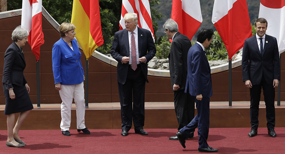 G7 leaders prepare for a group photo