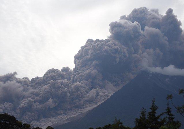 Le volcan Fuego, Guatemala