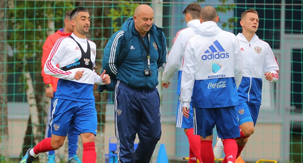 The Russian national football team trains at full strength on Sunday.