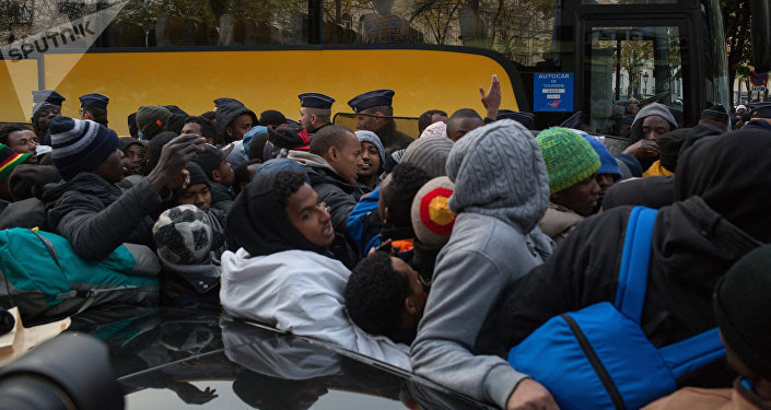 French Police Evacuate Refugee Camps in Paris Suburb