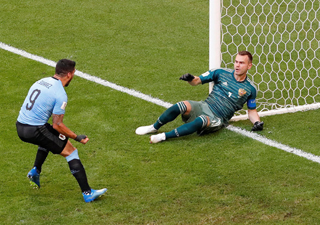 Soccer Football - World Cup - Group A - Uruguay vs Russia - Samara Arena, Samara, Russia - June 25, 2018 Russia's Igor Akinfeev concedes Uruguay's second goal scored by Diego Laxalt while Luis Suarez celebrates