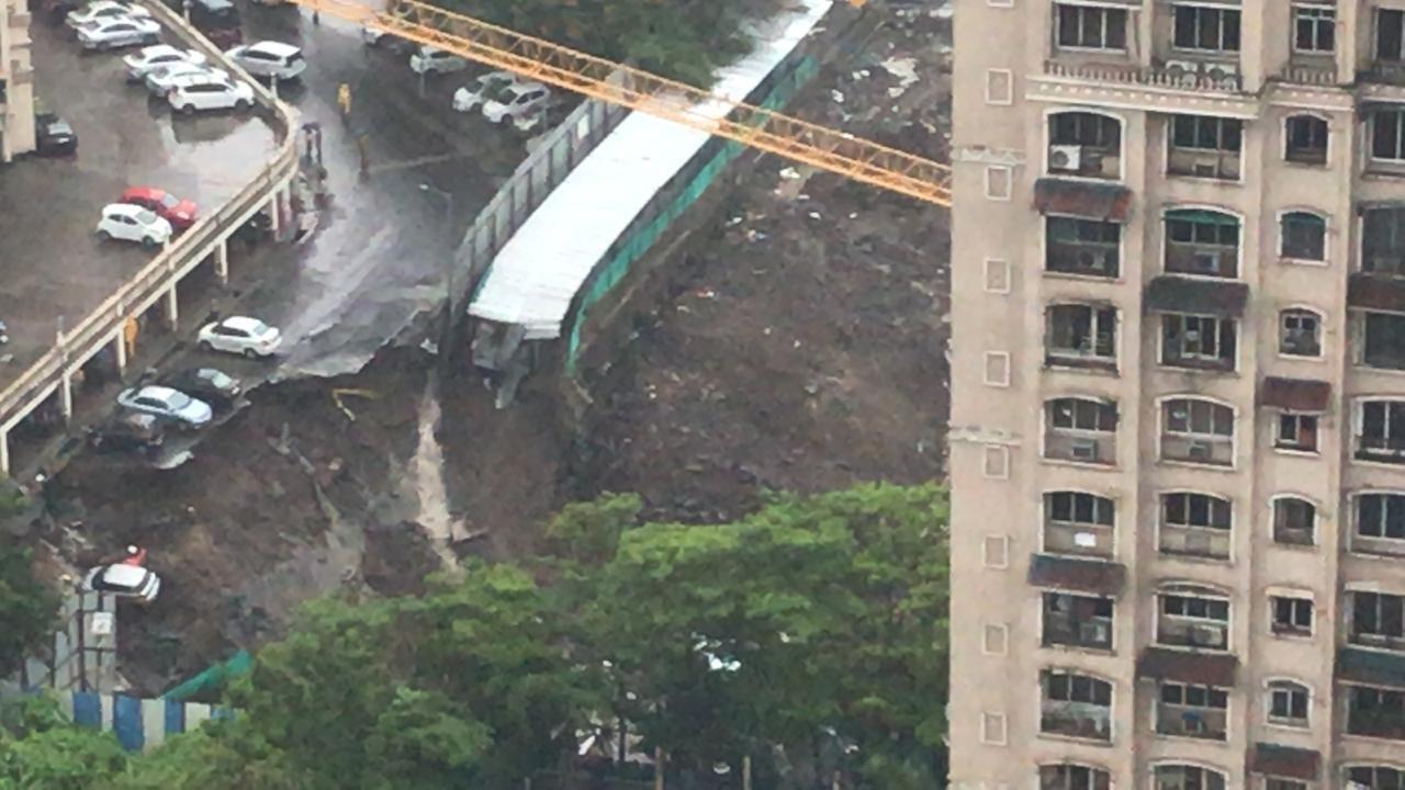 Road Caves in Taking Down Dozens of Cars in Mumbai