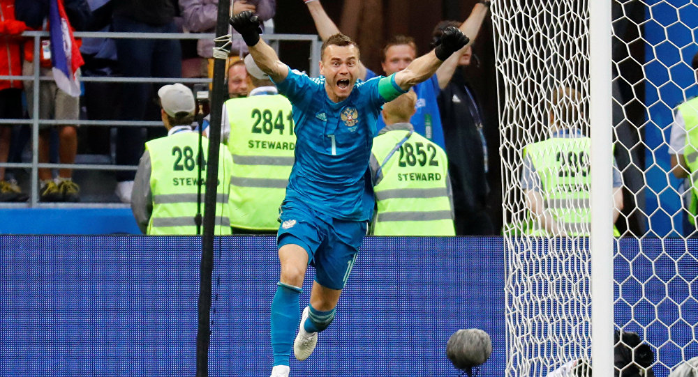 Soccer Football - World Cup - Round of 16 - Spain vs Russia - Luzhniki Stadium, Moscow, Russia - July 1, 2018 Russia's Igor Akinfeev celebrates winning the penalty shootout