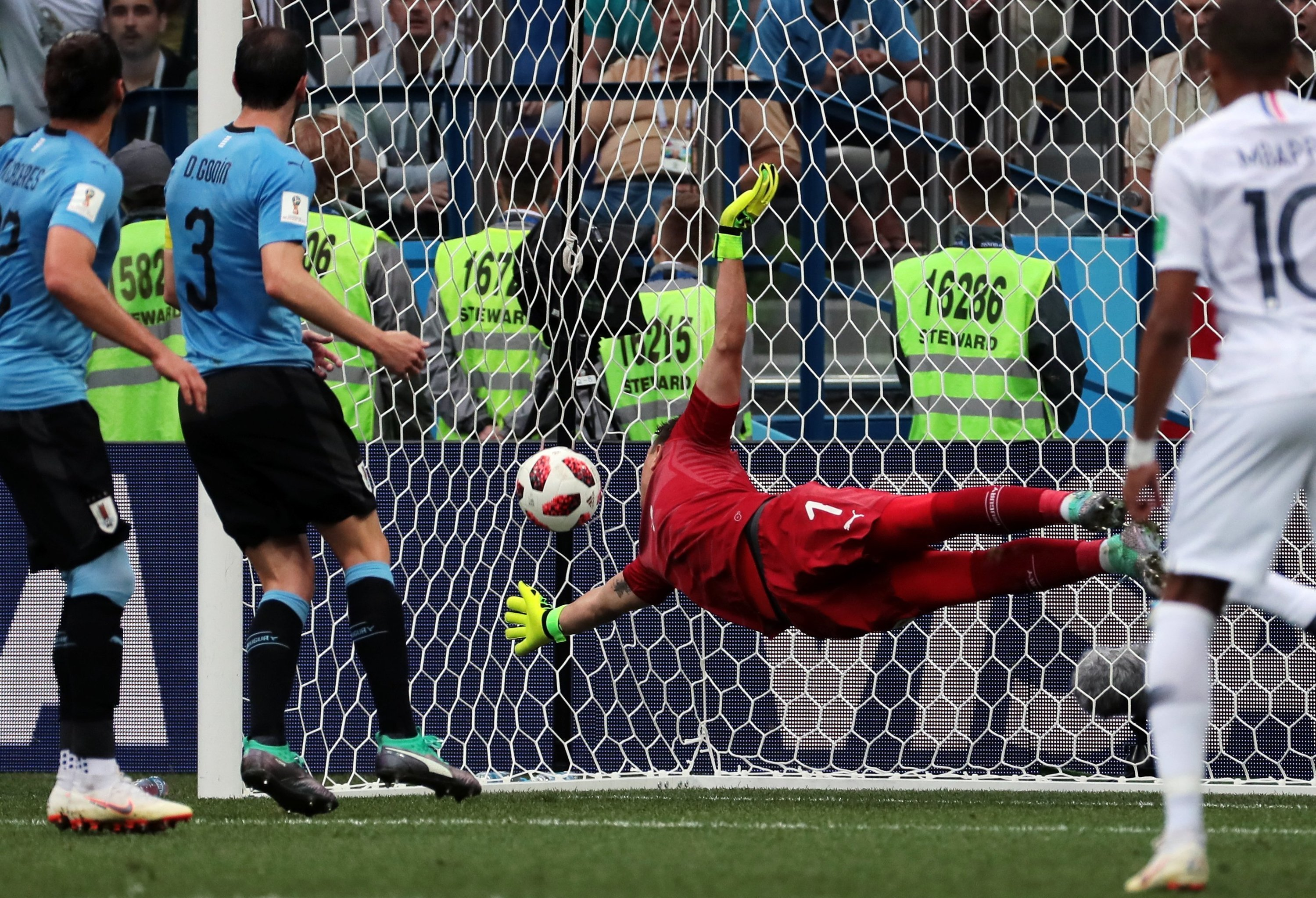 Soccer Football - World Cup - Quarter Final - Uruguay vs France - Nizhny Novgorod Stadium, Nizhny Novgorod, Russia - July 6, 2018 Uruguay's Fernando Muslera concedes as France's Raphael Varane scores their first goal
