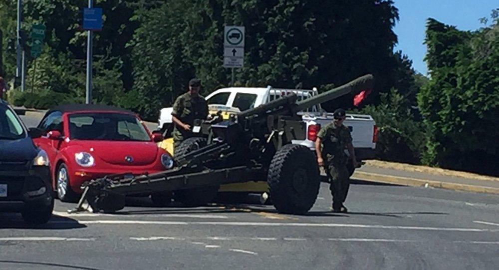 Runaway artillery gun hits taxi in Canada