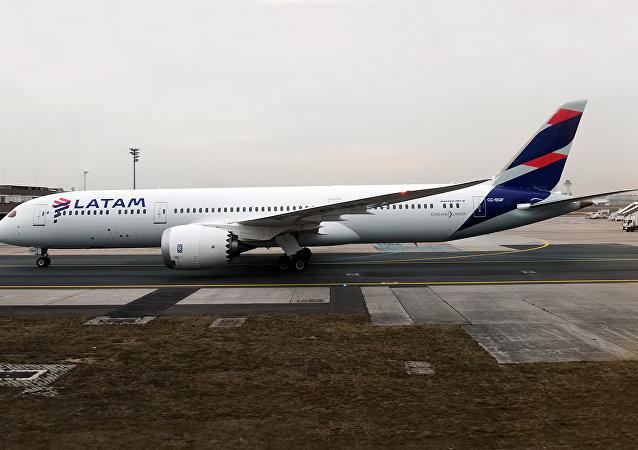 LATAM Airlines Chile, CC-BGF, Boeing 787-9 Dreamliner, February 11, 2017.