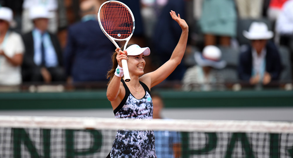 France's Alize Cornet celebrates after winning her women's singles first round tennis match against Italy's Sara Errani on day one of The Roland Garros 2018 French Open tennis tournament in Paris on May 27, 2018.