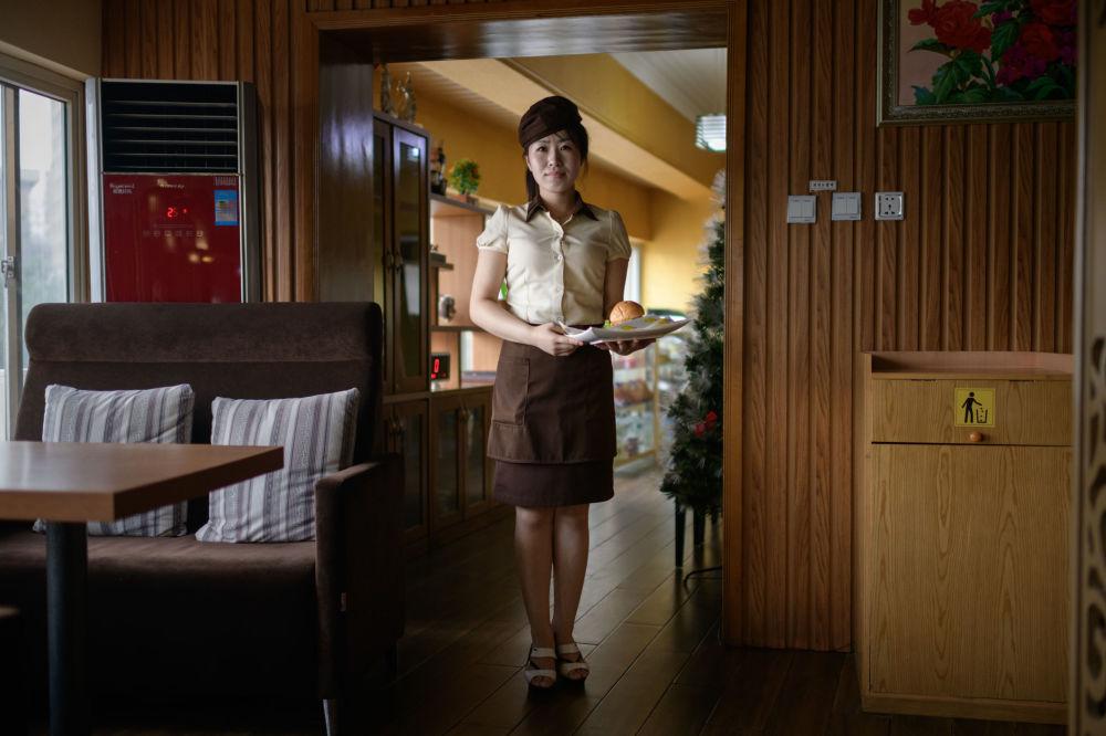 Beauty & Strength: Photographer Opens World of N Korean Women in Portrait Series