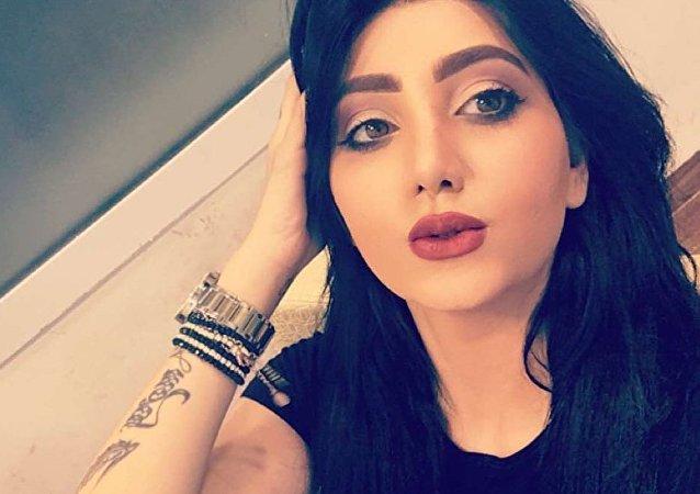 Model Tara Fares