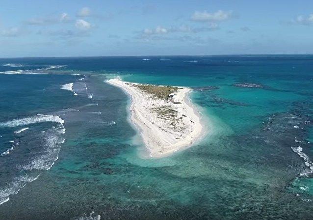 1 EastIslandFlyBy, Drone Pilot Kristian McDonald, University of Hawai'i at Mānoa
