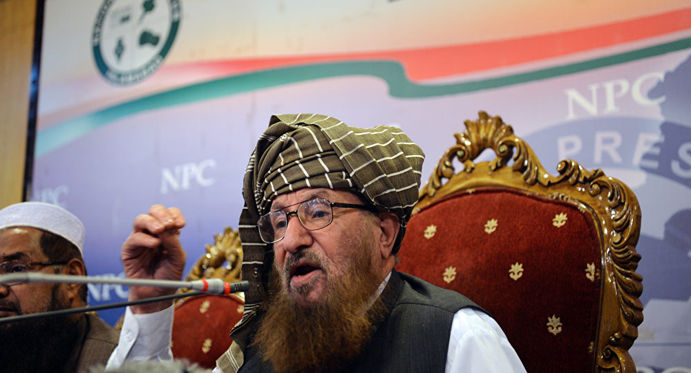 Maulana Sami ul-Haq, head of Defence of Pakistan Council, a coalition of around 40 religious and political parties, speaks during a press conference in Islamabad on August 23, 2017.