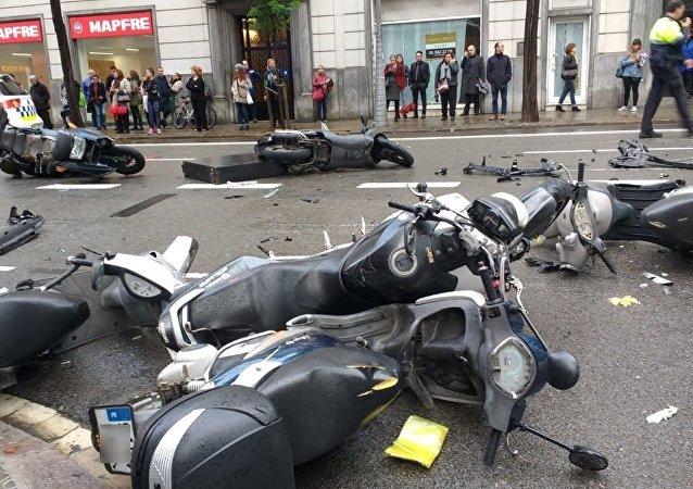En l'accident han resultat ferides dues persones, entre elles una menor