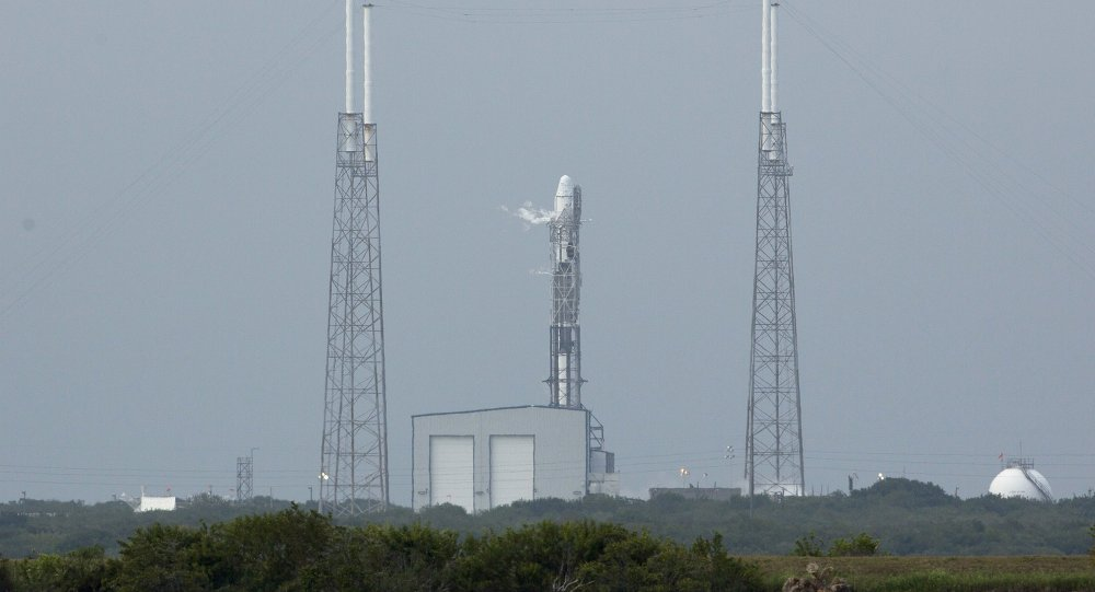 SpaceX Launches Dragon Cargo Ship to Space Station, But Misses Rocket Landing