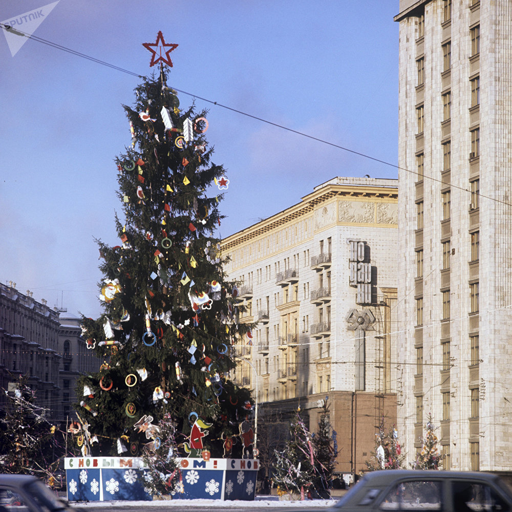 Christmas tree on 50th anniversary of October Square (now Manezhnaya square)