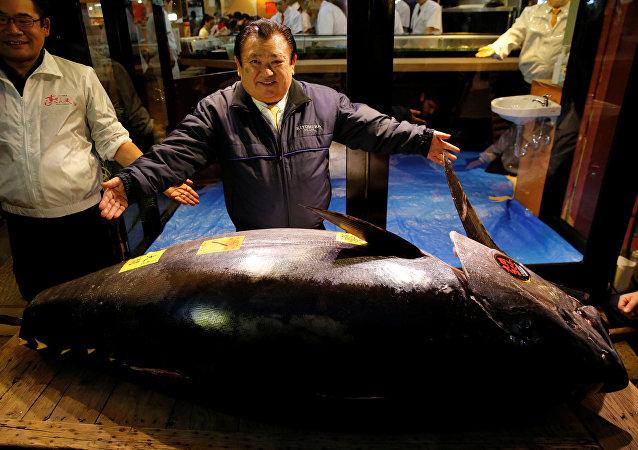 Kiyoshi Kimura Stands Next to 278kg Bluefin Tuna