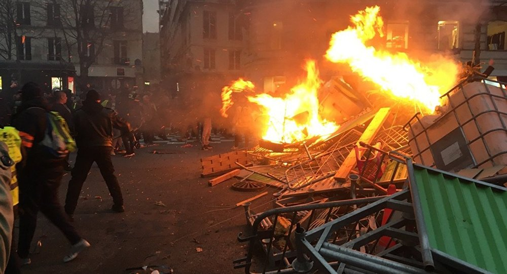 Yellow Vests protestors erect barricades, set streets on fire