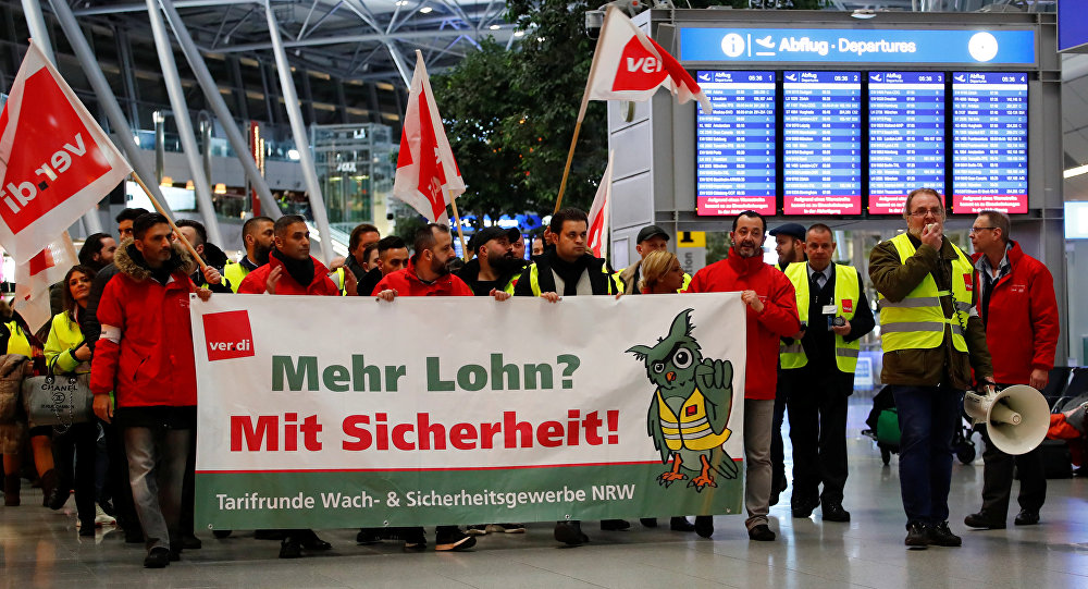 Duesseldorf Airport employees march through the main hall during a strike by German union Verdi, which called on security staff at Duesseldorf, Cologne and Stuttgart airports to put pressure on management in wage talks, in Duesseldorf, Germany January 10, 2019