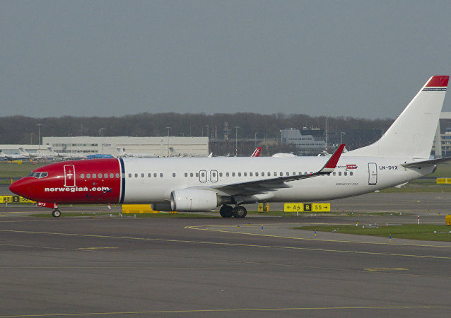 Aero Icarus Norwegian Air Shuttle Boeing 737-800