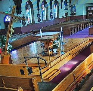 Woman Overturns 4,5 Metre Crucifix on Altar in Californian Church