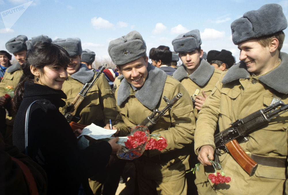 Welcome home ceremony in the Uzbek city of Termez for Soviet soldiers returning from Afghanistan