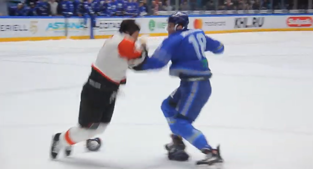 Hockey players fight