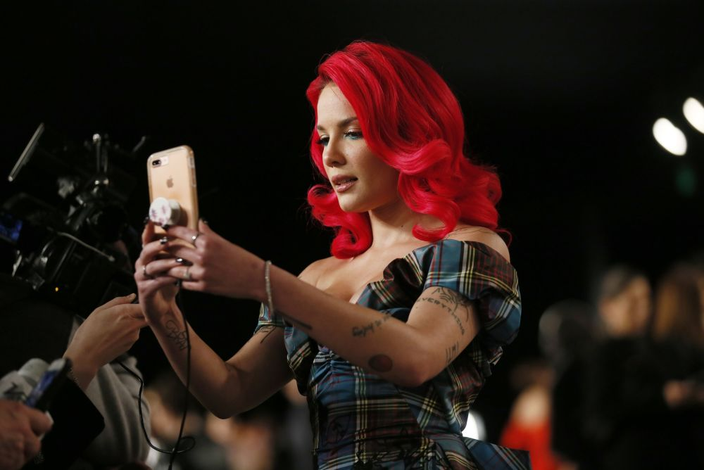 Singer Halsey takes a selfie at the Vanity Fair Oscar Party