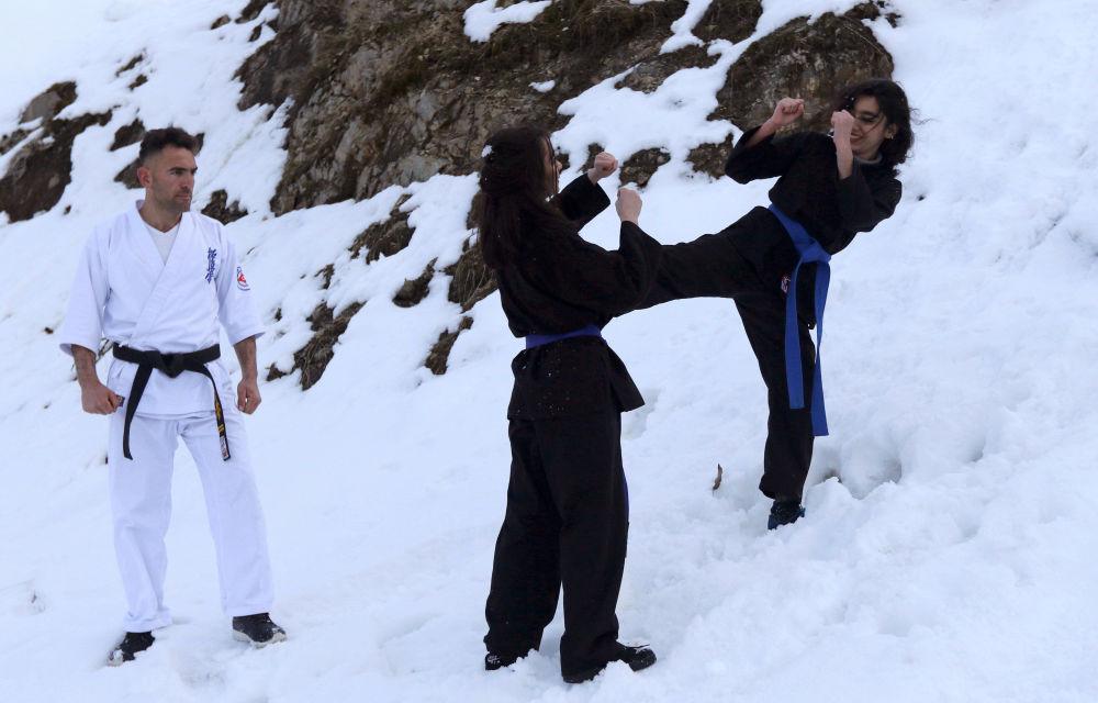 Karate Training Exercises in Iraq