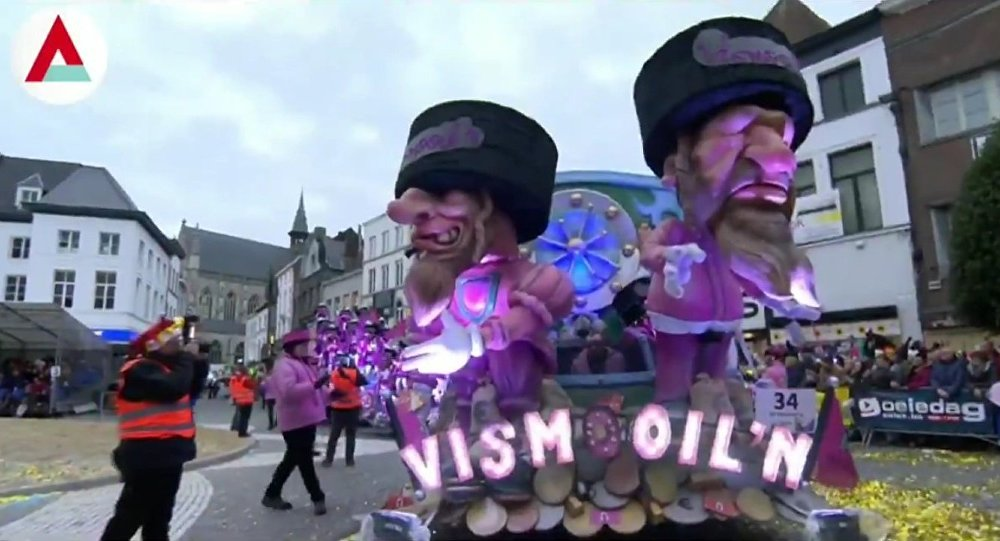 Ugly face of #Antisemitism shows it's face in #Aalst #Belgium, as depiction of orthodox Jews standing on sacks of money, paraded through the town